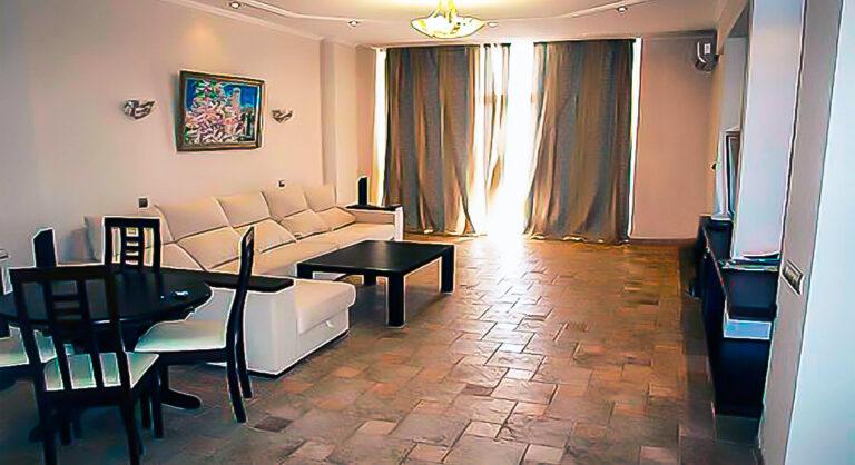 https://yaltaroom.ru/wp-content/uploads/2021/02/arenda-apartamenti-u-moria-krym2-768x418.jpg